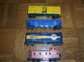 Lot of 4 Vintage HO Model Train Cars Caboose Freight