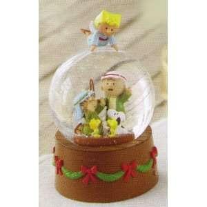 Hallmark Christmas XKT9002 Christmas Pageant Snow Globe