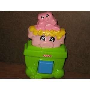 FISHER PRICE TOY    PIGS  PIGLETS