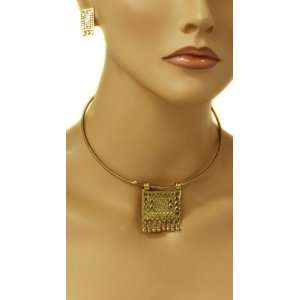 Exclusive Gold Choker Necklace/Earring Set   Snaps Close on Neckline