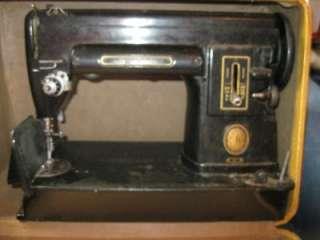 Antique Singer Sewing machine in case #301