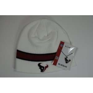 Houston Texans Gift Set   Reebok White Knit Beanie Cap   Logo Pendant