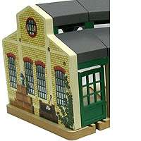 Thomas & Friends Wooden Railway Set   Tidmouth Sheds   Learning Curve