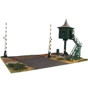 Valley O Scale Elevated Crossing Tower & Gates Kit Toys & Games