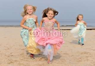 Photo three little girls dresses ad princesses running towards camera
